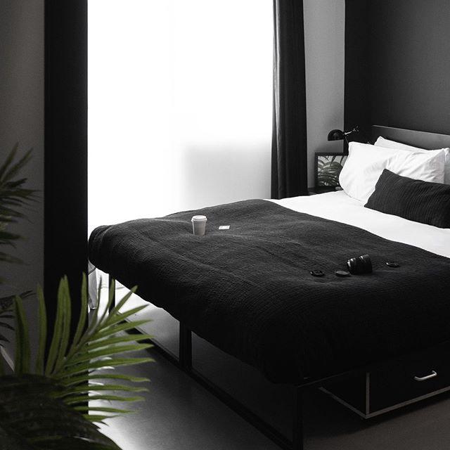 minimalist london hotel room